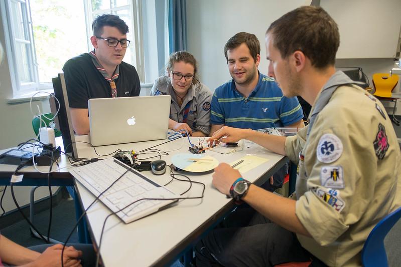 Gruppe von Pfadfinder_Innen auf dem Scoutlab-Training