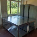 neue Tische für die Lebensmitteleinlagerung